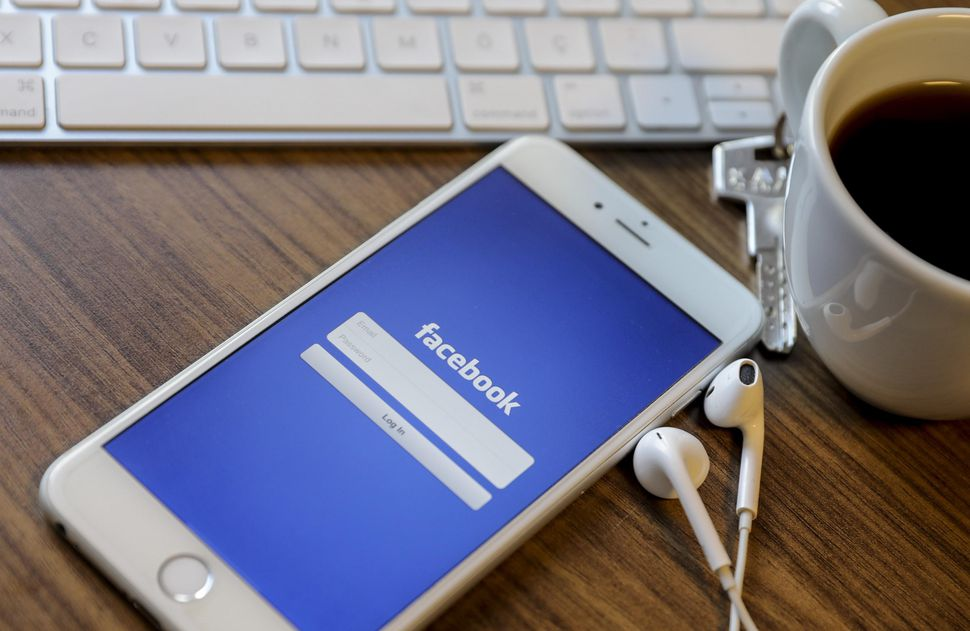 Facebook and Warner will bring licensed music to your timeline